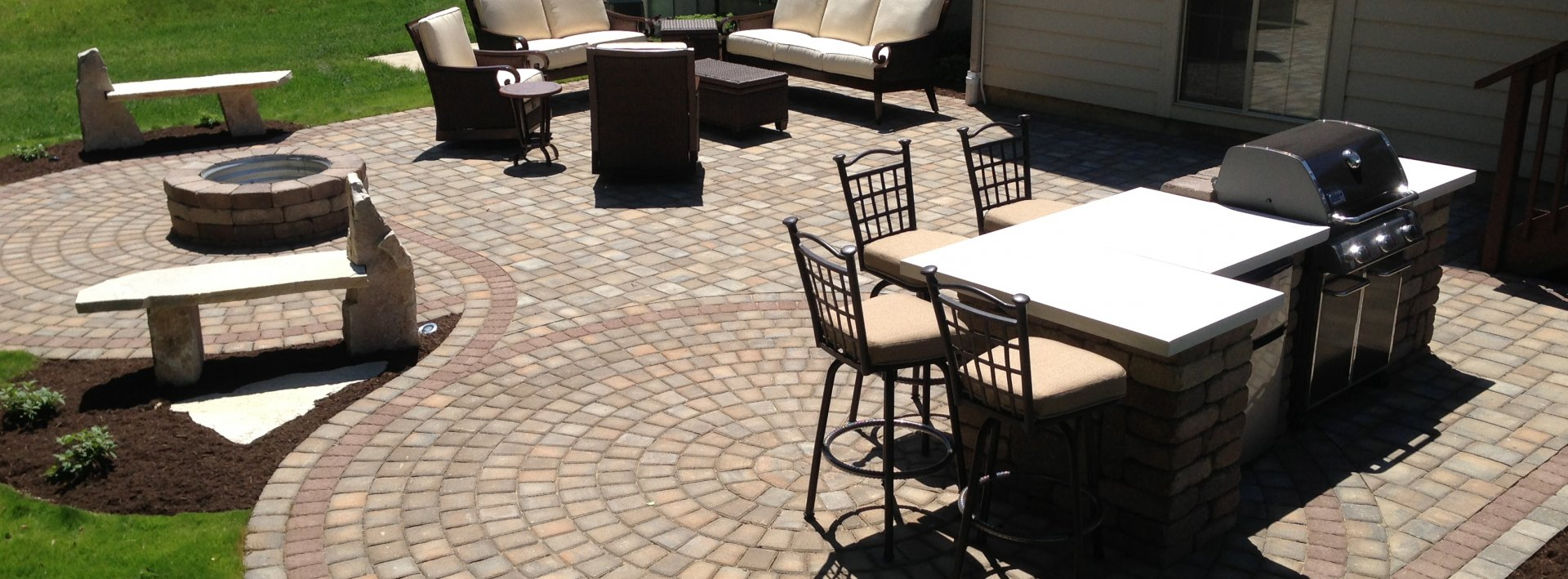 Paver deck, fire feature and grill